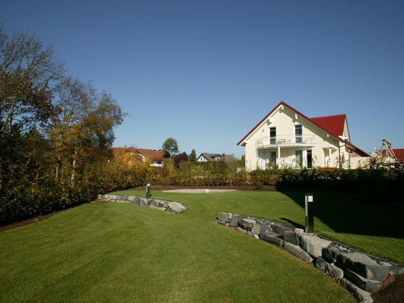 reihenhaus garten garten und landschaftsbau in marburg hering gartendesign. Black Bedroom Furniture Sets. Home Design Ideas